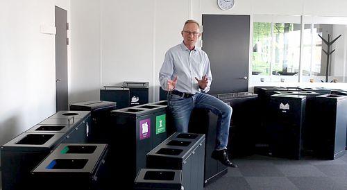 Affaldsbeholdere og kildesortering forklaret i video